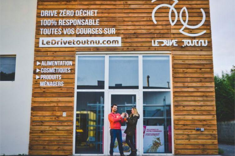 <b>LE DRIVE TOUT NU : Le premier drive « zéro déchets » en France </b>